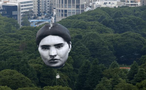 東京五輪の首吊り気球画像